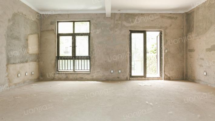 此房为联排别墅负1+3层院子40平法式外观户型方正