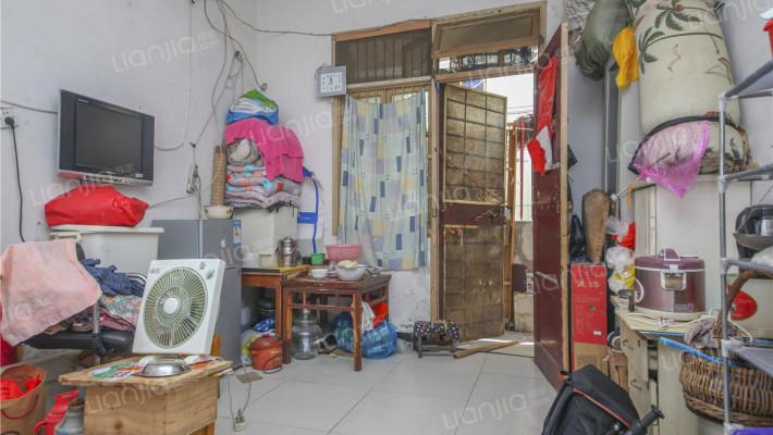 华苑小区 ,一室一厅,简  单  装  修。