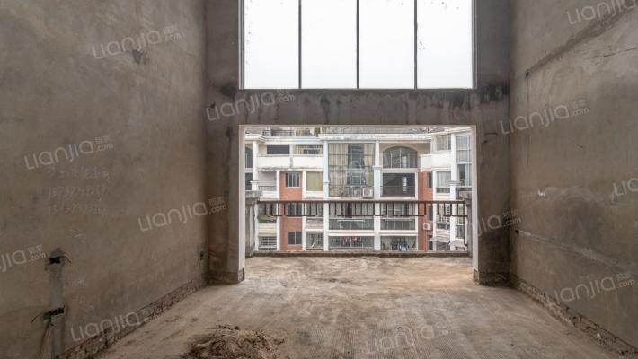 欧洲小镇四区高层7房2厅。。。