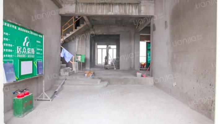 湖景壹号庄园,复式楼,土建已完成,看房方便。