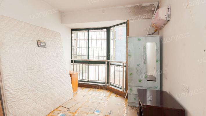 此房满二过户费低,楼层采光好,落地窗