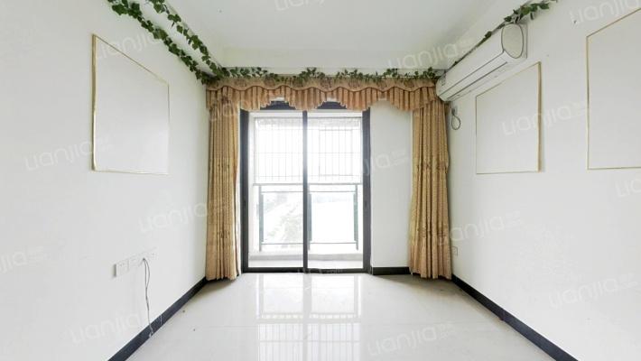 拉菲公馆 温馨户型 全新精装 带露台花园 随时看房