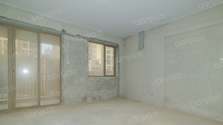 龙光城北三期 4室2厅 140万