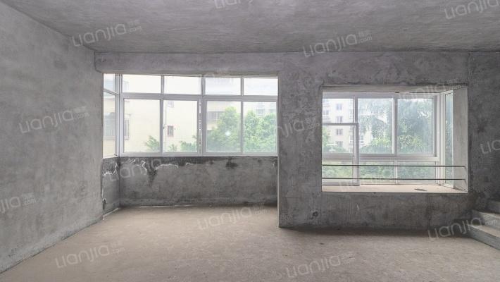 步梯3楼 清水复式 另带车库 带杂物间
