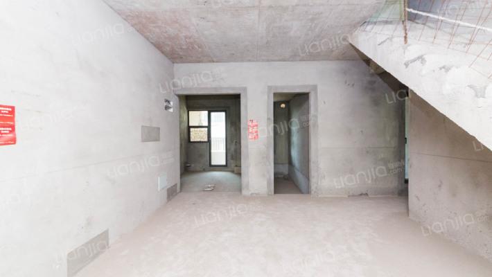 万科城华府二期三楼叠墅 朝南 采光好 满五年 售250万