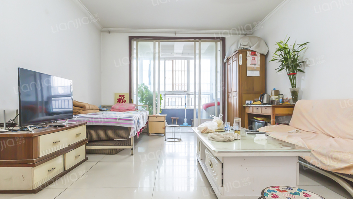 顶楼 小2室  看房方便   诚意出售