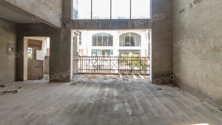 使用面积300平米复式楼5房3厅4卫仅售60万