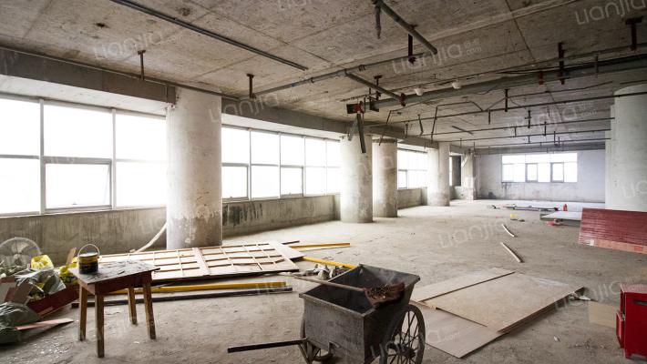江景房五一广场解放西路地铁口汇源大厦华远华隔壁