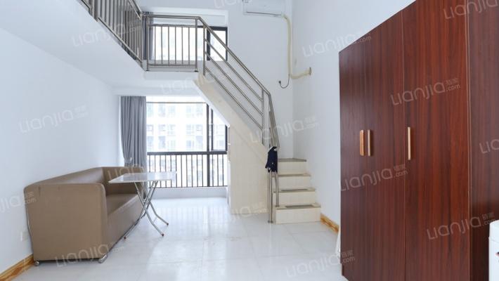 此房满五年,证在手,地段生活配套齐全,居住环境舒适