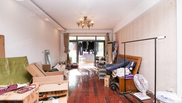 房子户型正气,单价低,看房方便。