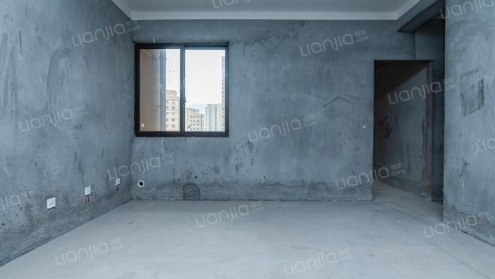 云泰锦园三期 三室两厅两卫 毛坯房 中等楼层