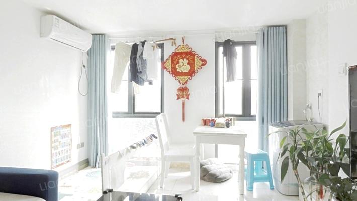 精装修自住,边套全明户型,楼层好,位置佳,好房