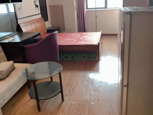 房东亏本急售!万达旁精装小公寓,好户型,满五年
