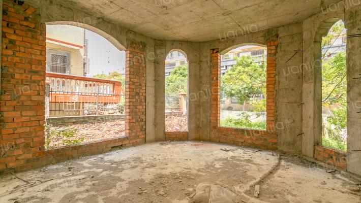 东海湾明珠园翻建好别墅毛坯 前排位置 实用面积大