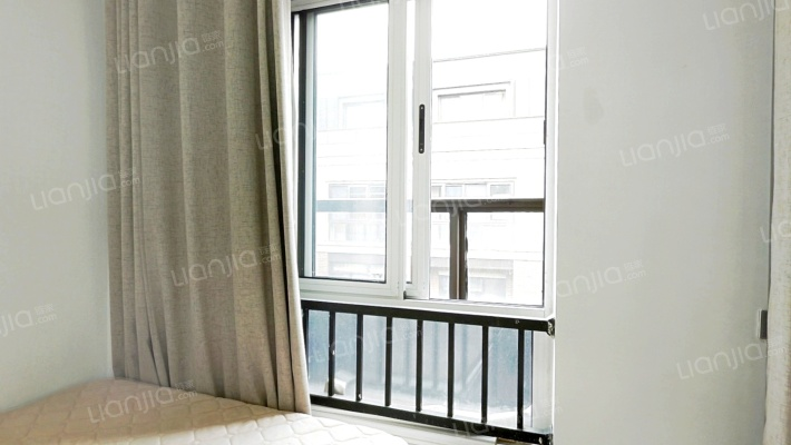 云栖小镇,国际青年旅社,精装带家具出售。