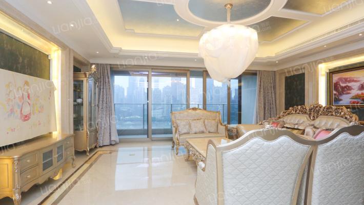 南滨路,珍藏板房;正看江;阳台宽敞。卧室落地窗