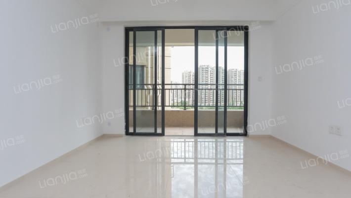 常平新城区 绿地大都会大三房中间楼层 双阳台