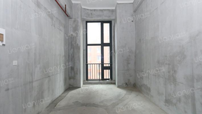 西海岸广场  电梯高层 39平  38万  毛坯