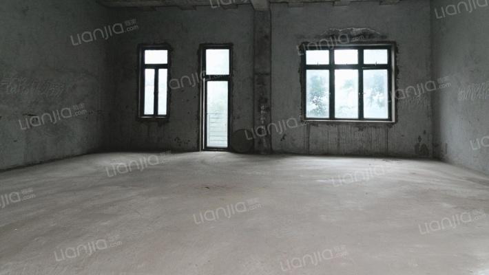 邻近轻轨9号线,业主住家装修,视野开阔,安静