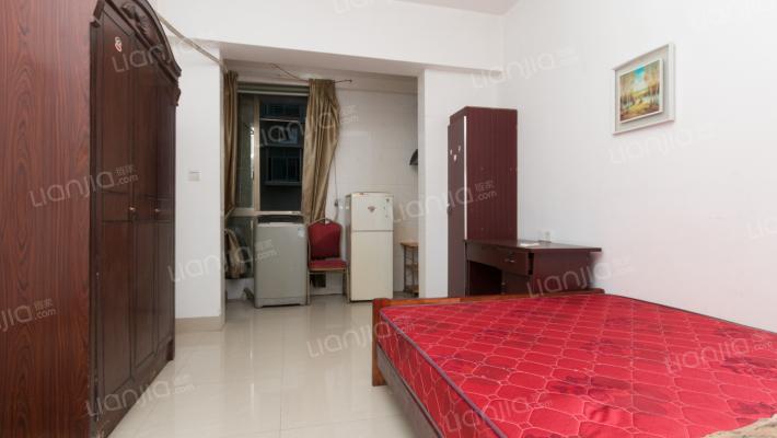 万达旁  温馨舒适公寓  朝南  看房方便  拎包入住