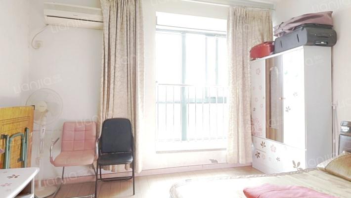宝龙城旁一室公寓 精装 地铁沿线
