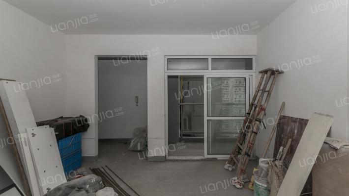 康乐坊6室2厅1厨3卫,花园式封闭小区。