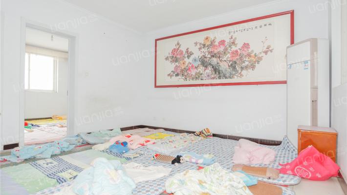 湖东花园 紧靠四十中  温馨三室  居住方便