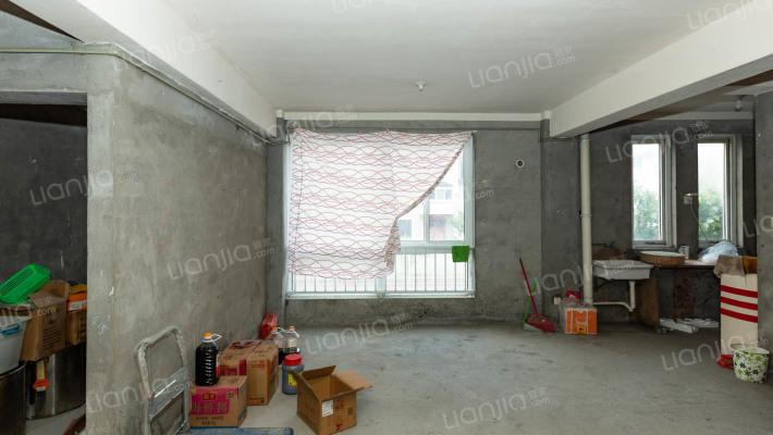 地理位置优越,房子为钢筋混凝土结构,耐磨牢固。
