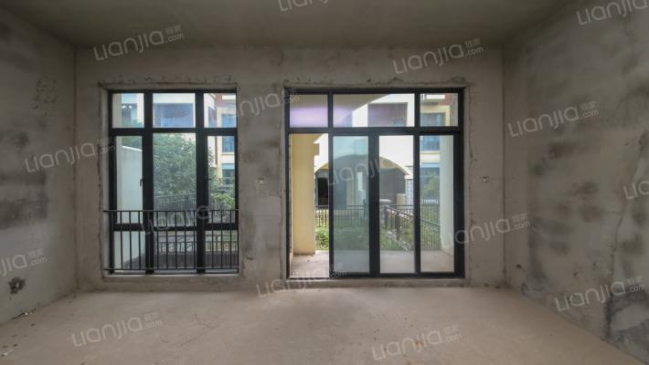 此房满五,诚意出售,位置好,采光架空层