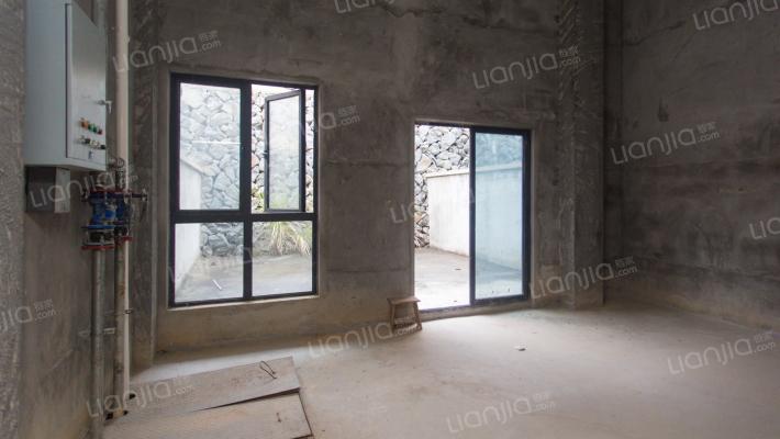 贵安 先生的山联排别墅 含地下室共四层