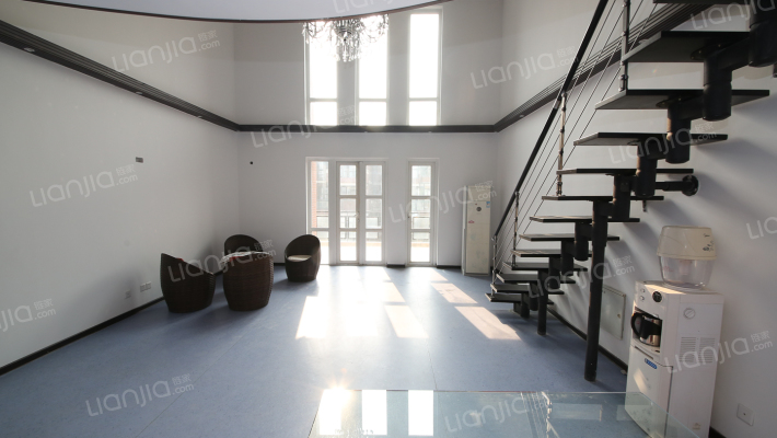 金地芙蓉世家 客厅挑空复式 带两车位 露台30平