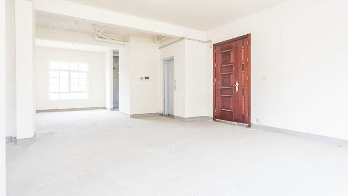 电梯别墅,人车分流,刚挂石材外立面,次新房,有钥匙