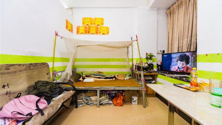 此房满五唯一,实用率高,户型方正,装修保养好