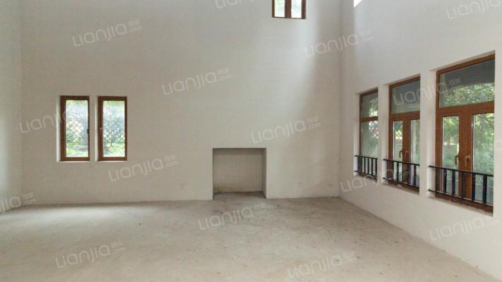 宝华山景别墅,环境优美,空气清新,视野开阔。