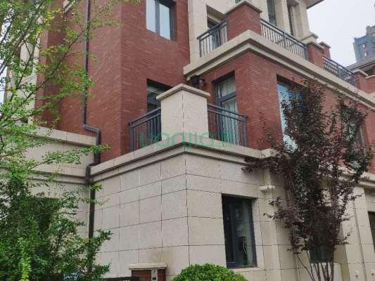 永威高新紫园,精装别墅出售,花园面积大,带露台
