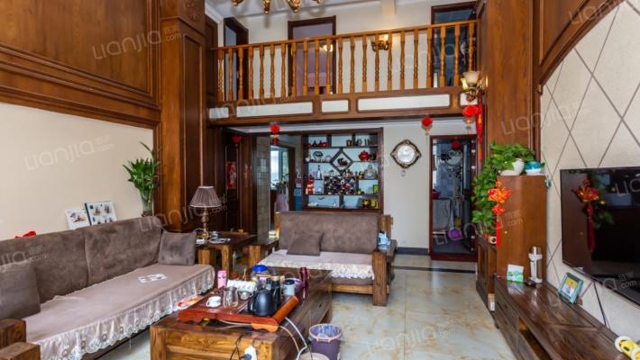 一楼带院,七个卧室,复式,很好的一套房子