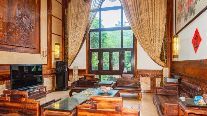 房子是大户型的独栋别墅,精装修,证件齐全,没有抵押