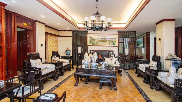 格局方正,客厅宽阔,舒适居住。