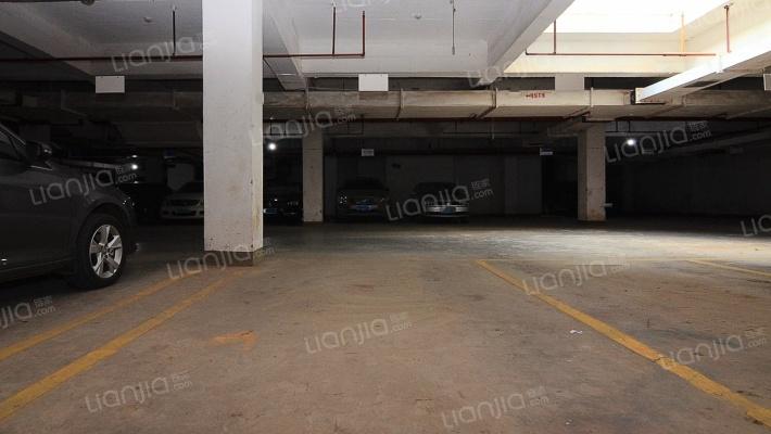 此车位,证在手,产权清晰,诚心出售,看房方便