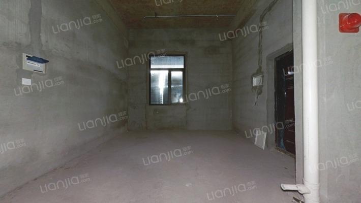 江南国际丝绸城 4.2米LOFT公寓 购物方便 总价低