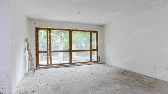 哈西辰能溪树庭院南北向四室给你花园给你地下室