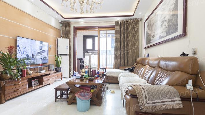 爱伦坡一楼带院带地下,采光充足,业主诚心卖房。