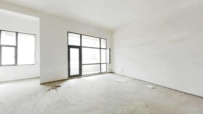奥园联排别墅,价格低,毛坯房可随心装修。