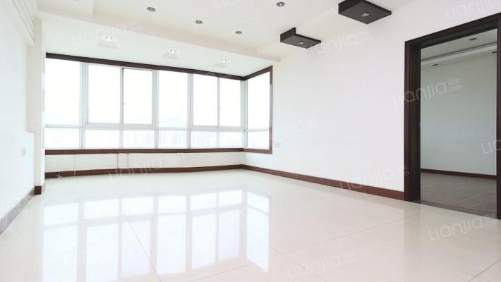 生活方便六房两厅三卫自带大露台优惠出售