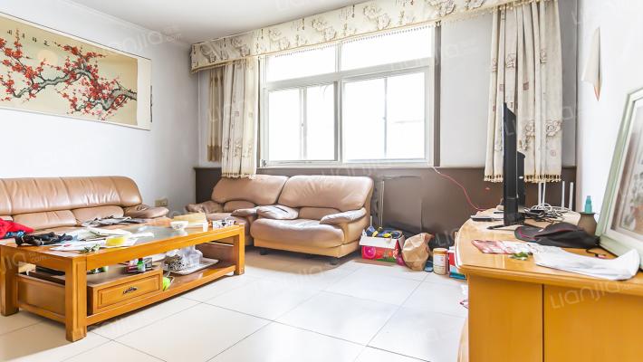 总面积大平四居室 大平层 精装修  证过2年带车库