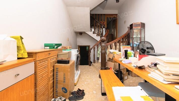 黄岙路单间四层半 采光好 楼房间距大 拎包入住 保养好