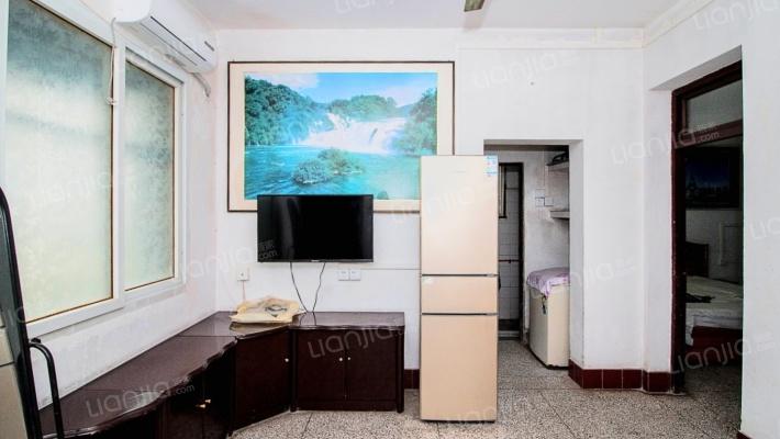 长寿区中医院旁,标准两房带阳台,业主诚心出售