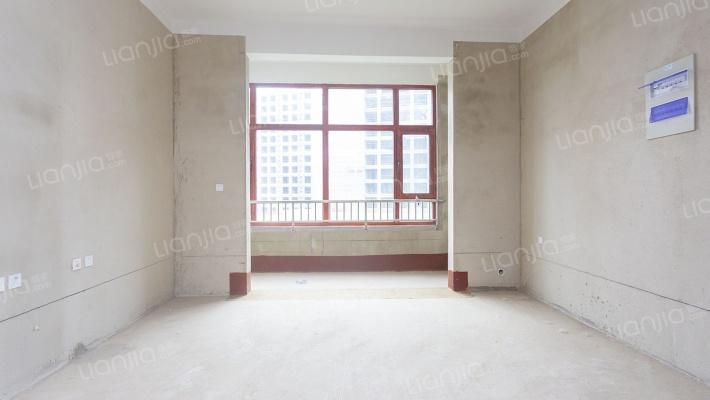 洋房顶楼复式。采光好利用空间大。户型通透
