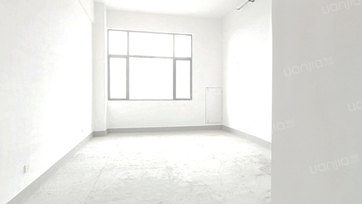 此房为高层公寓,高楼层,户型方正,采光无忧。