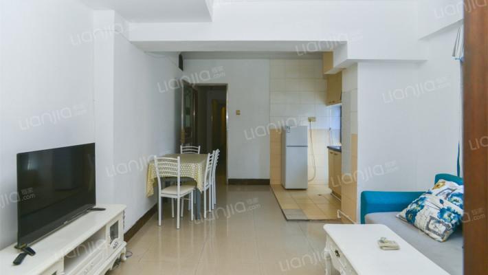精装三房二厅两卫,现空置,业主诚心出售.